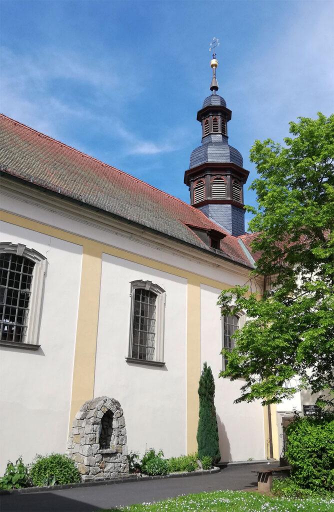 Heilig-Kreuz-Kirche und ehemaliges Kloster in Hausen bei Bad Kissingen